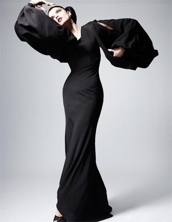 облегающее платье с широкими рукавами