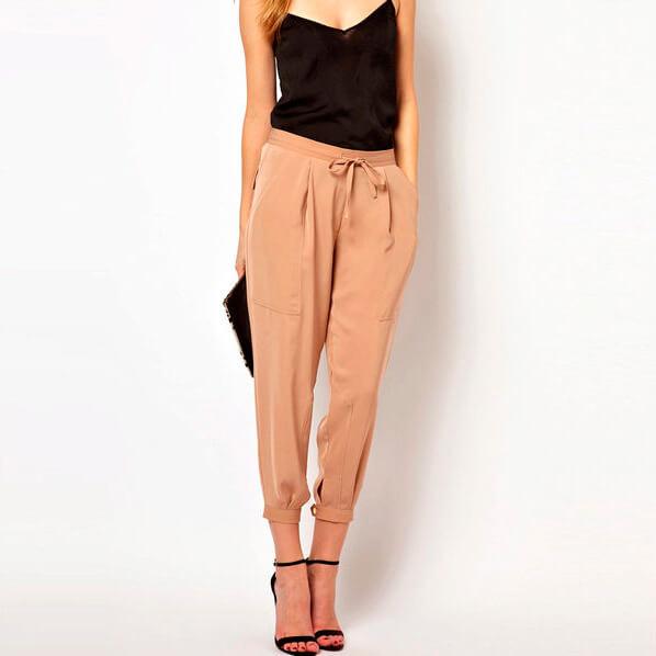 бежевые легкие брюки